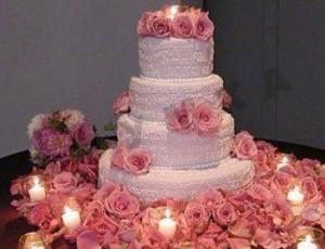 Свадебный розовый торт с лепестками роз «Мечта невесты»-шаг 1
