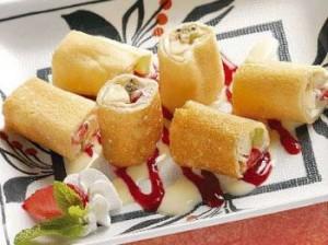 Бисквитное пирожное Суши с ягодами-шаг 1