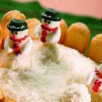 Новогодний торт без выпечки «Снежная поляна» - оригинальный торт без выпеки из печенья в домашних условиях, подробное описание с фото