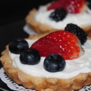 Сливочный крем с ягодами-шаг 1