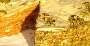 Праздничный медовый торт Фисташкой подарит настоящее наслаждение!