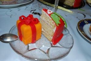 Новогодний торт Подарки – украшаем десерт оригинально!