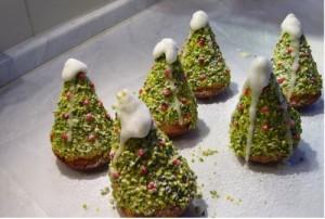 Бисквитные пирожные Рождественские елочки