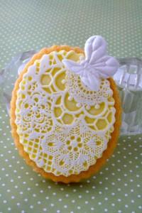 Как украсить мастикой и королевской глазурью (шутарвейл) десерты – мастер-класс-шаг 7