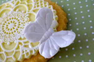 Как украсить мастикой и королевской глазурью (шутарвейл) десерты – мастер-класс-шаг 4