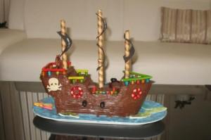 Торт из мастики для детей – Пиратский корабль-шаг 7