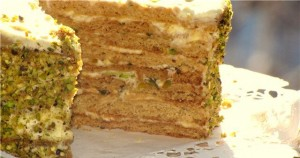 Праздничный медовый торт Фисташкой подарит настоящее наслаждение!-шаг 1