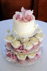 Свадебные торты из капкейков – красиво и просто!