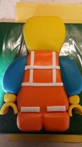 Детский торт – торт 3D Лего-строитель. Торт из мастики – мастер-класс-шаг 8