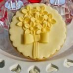 Как украсить торт мастикой просто и изысканно – мастер-класс