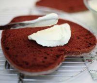 Бисквитный торт Сердце ко дню влюбленных-шаг 3