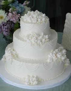 Как украсить свадебный торт айсингом (королевской глазурью) – видео-рецепт