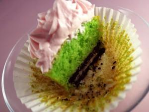 Как украсить мастикой и кремом пирожные (капкейки) – мастер-класс-шаг 6