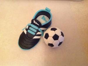 Футбольный мяч из мастики – мастер-класс-шаг 5