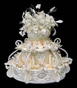 Как украсить свадебный торт айсингом (королевской глазурью) – видео-рецепт-шаг 2