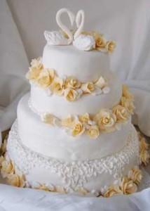 Свадебный торт из мастики трехъярусный. Видео-рецепт-шаг 2