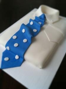 Торт из мастики Рубашка с галстуком – видео-рецепт-шаг 1