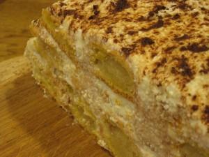 Простой торт с марципаном и эклерами