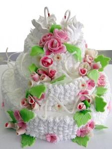 Как украсить свадебный торт розами из крема – видео-рецепт