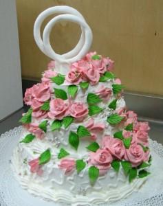 Как украсить свадебный торт розами из крема – видео-рецепт-шаг 1