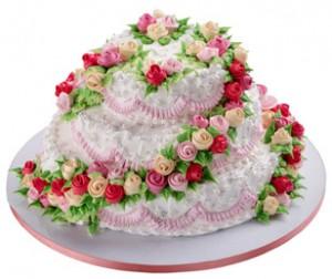 Как украсить свадебный торт розами из крема – видео-рецепт-шаг 2