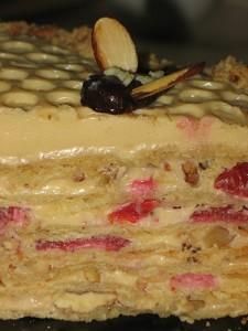 Медовый торт Улей с вишнями и орехами-шаг 1