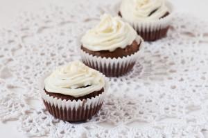Масляный зефирный крем для пирожных и капкейков – простой вариант приготовления