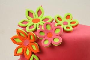 Как украсить торт мастикой – Весенние мотивы-шаг 6