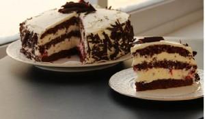 Шоколадный торт со сливочным кремом – десерт быстрого приготовления