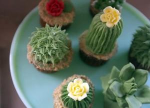 Как украсить пирожные или капкейки. Сделайте с кремом или из мастики симпатичные кактусы!-шаг 3