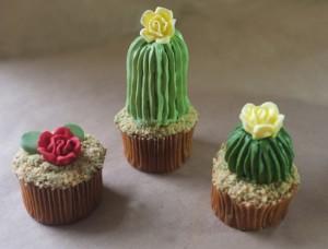Как украсить пирожные или капкейки. Сделайте с кремом или из мастики симпатичные кактусы!-шаг 2