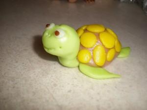 Животные из мастики. Черепаха из мастики – мастер-класс-шаг 7