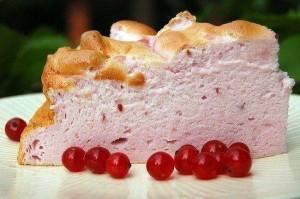 Торт-безе с ягодами Розовая нежность