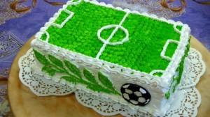 Торт футбольное поле – видео-рецепт. Как украсить торт кремом-шаг 2