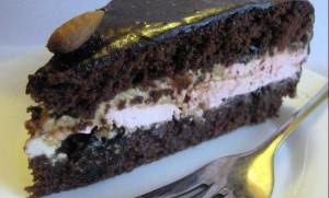 Шоколадный торт с кремом из сгущенки и зефиром