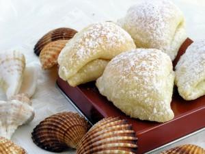 Пирожные с белковым кремом Ракушки