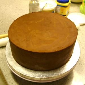 Обтяжка торта мастикой. Как покрыть торт мастикой правильно-шаг 1