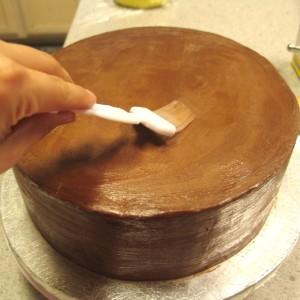 Обтяжка торта мастикой. Как покрыть торт мастикой правильно-шаг 3