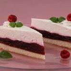 Бисквитный торт с творожным кремом и малиновой начинкой