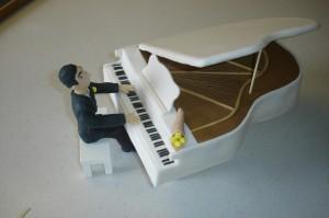 Торт из мастики Рояль с пианистом. Мастер-класс