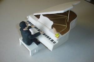 Торт из мастики Рояль с пианистом. Мастер-класс-шаг 28