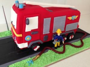 3D торт Пожарная машина – видео-рецепт-шаг 3