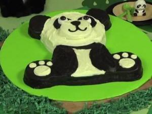 Торт Панда - видео-рецепт. Как украсить торт кремом-шаг 2