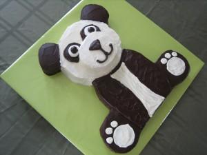 Торт Панда - видео-рецепт. Как украсить торт кремом-шаг 4