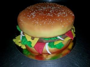 Торт из мастики Гамбургер – видео-рецепт-шаг 3