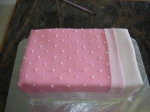 3D торт. Торт из мастики Детская кроватка-шаг 17