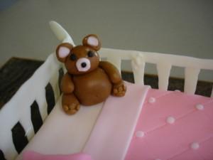 3D торт. Торт из мастики Детская кроватка-шаг 23
