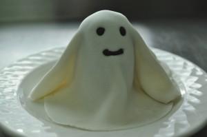 Фигурки из мастики: привидения. Видео-рецепт