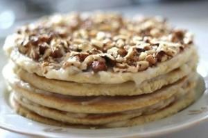 Медовый торт на сковороде с орехами. Торт быстрого приготовления