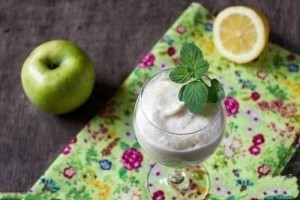 Белковый крем с яблоками и медом